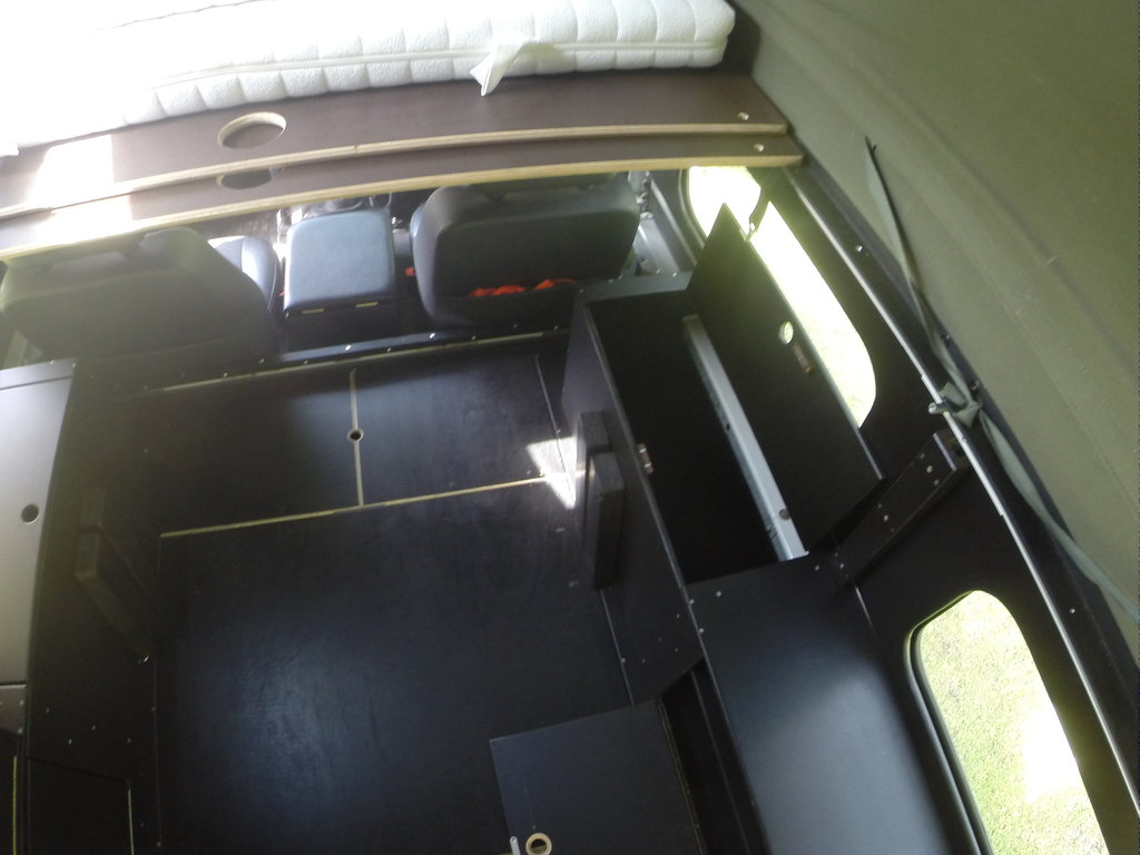 das offroad forum umbau vom 110ner pickup zum 110 ht wohnmobil. Black Bedroom Furniture Sets. Home Design Ideas